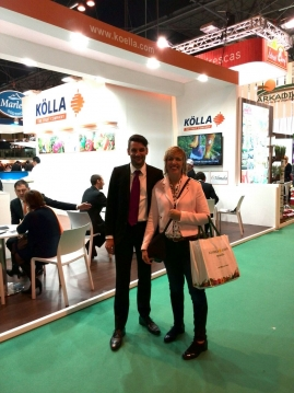 Esther Arias (PCTAD) and Oliver Stolper (KOLLA) at KOLLA's stand.
